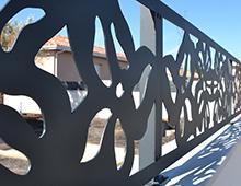 brise-vue et treillis en clôture décorative design fleurs xxl
