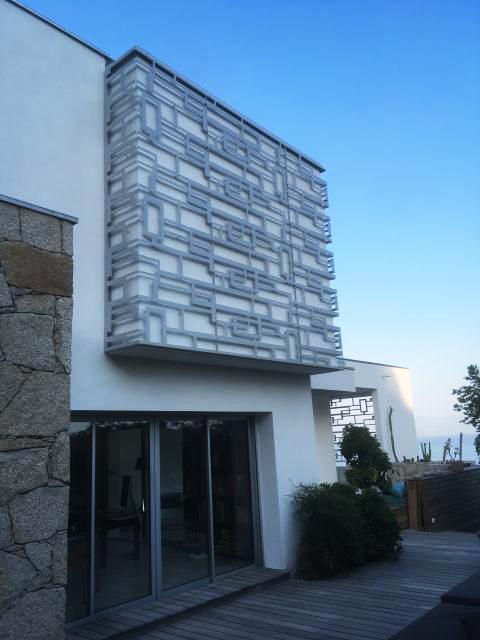 décorer un mur extérieur avec une résille de façade