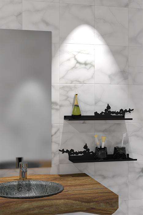 étagère murale dans une salle de bain