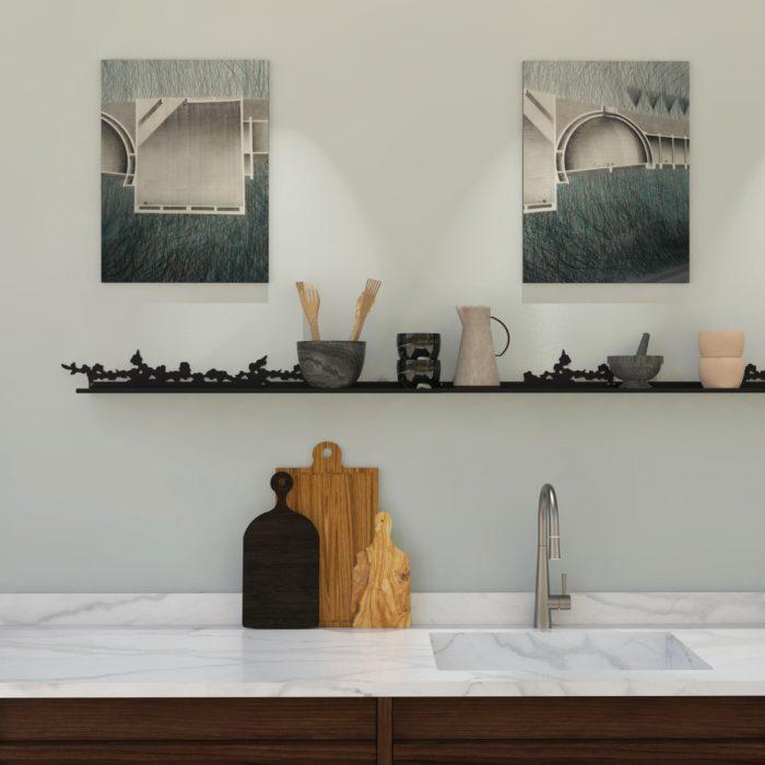 étagère murale motif cerisier pour mettre en scène de jolies céramiques dans une cuisine